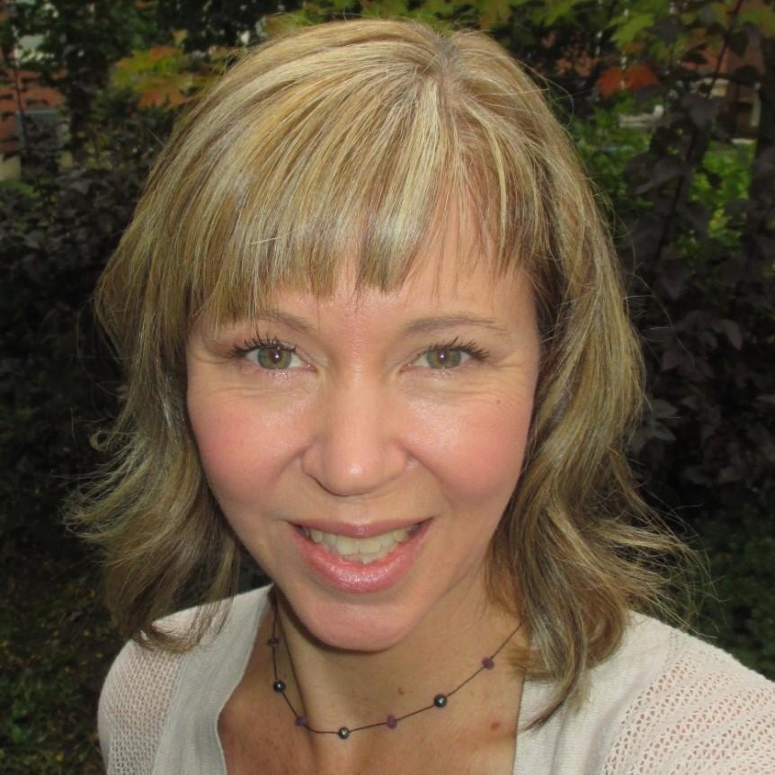Nadine Crescenzi headshot square